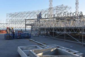 Genova, piazzale Kennedy i preparativi per l'arrivo del Papa, il palco davanti alla fiera di Genova